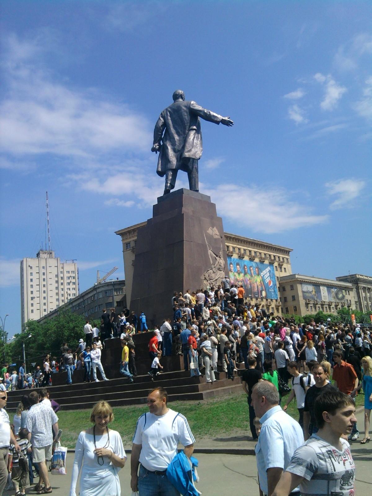 Площадь Свободы со спины Ленина