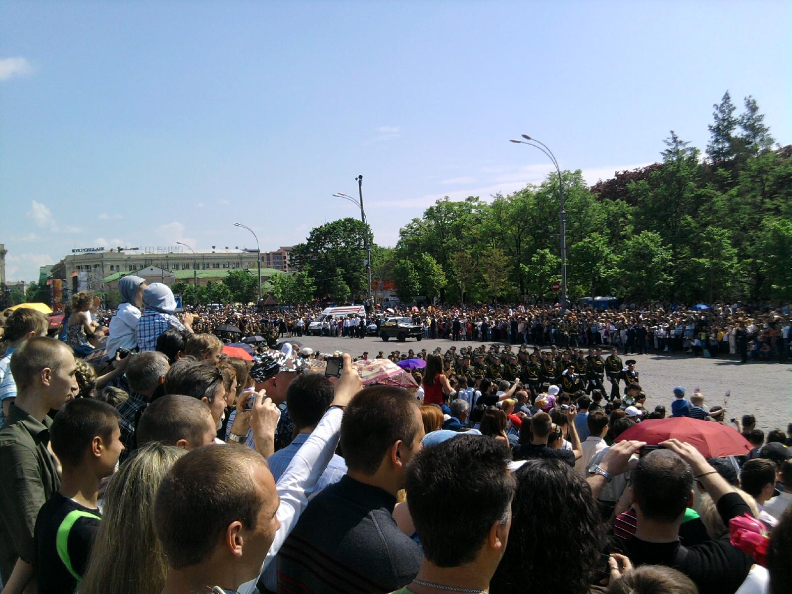 Движение колон военных - парад Харьков 2010