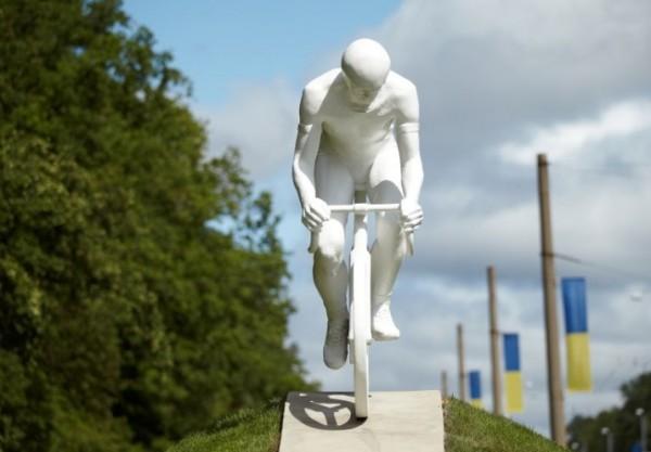 Белый велосипедист Харьков
