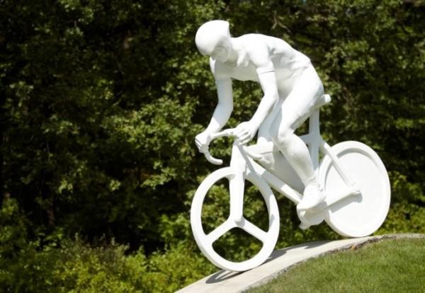 Памятник велосипедистам в Харькове