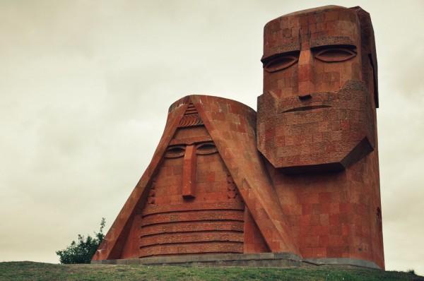 Монумент в Степанакерте