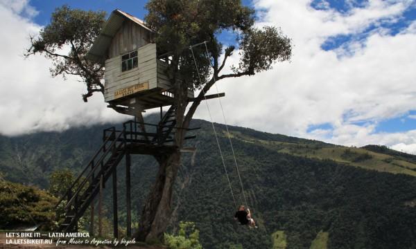 качелях на высоте 2660 метров