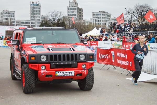 Джип МТС на площади Свободы