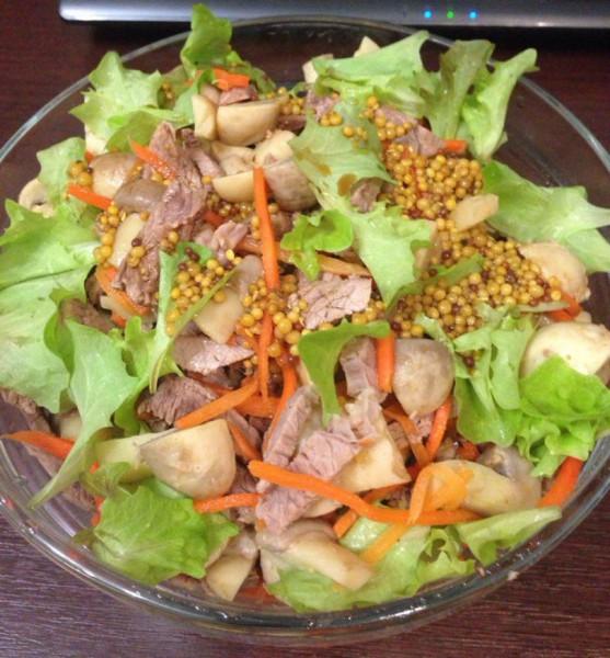 Живой салат из листьев салата