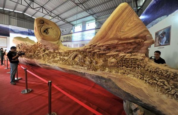 самая длинная деревянная скульптура в мире 12 метров