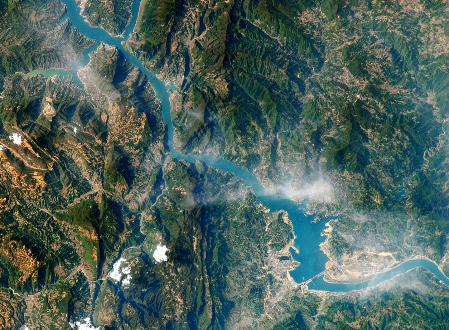an analysis of the benefits of the three gorges dam project in china Three gorges dam china essays - the damming of the yangtze river.