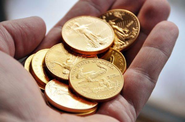 золотые монеты, деньги должны работать