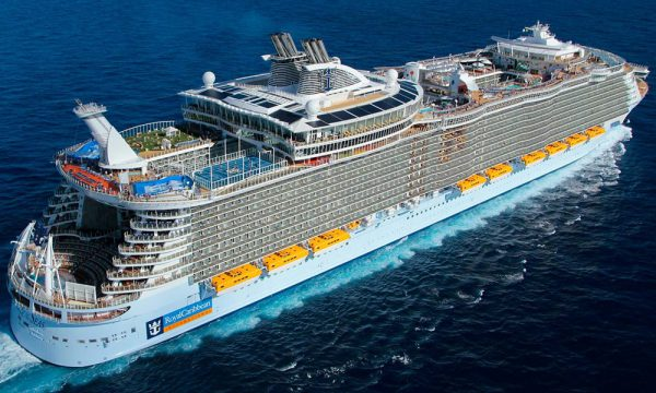 Allure of the Seas огромный лайнер серии Oasis